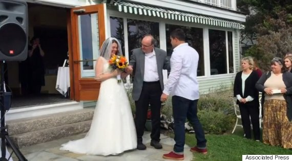 A dad did something very amazing for his daughter on her wedding2