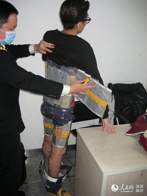 OMG! Man was caught smuggling 94 iPhones in his body1