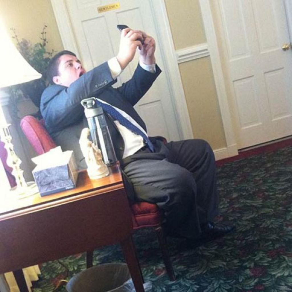 7 people who are really awful at taking selfies5